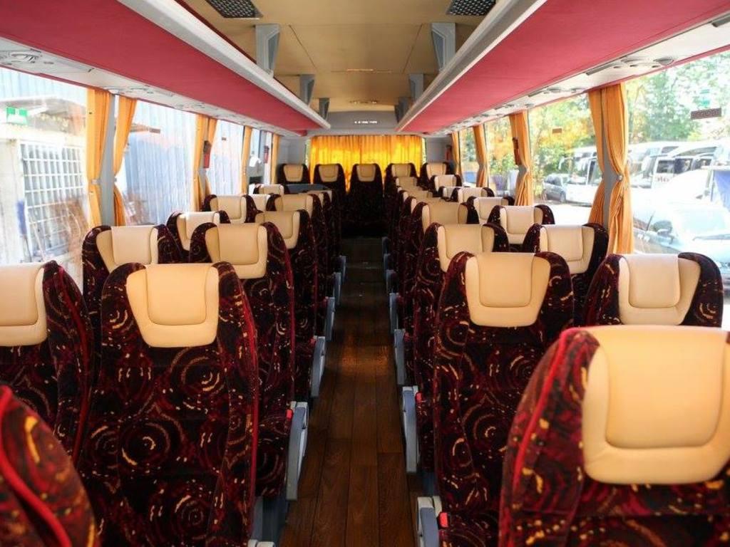Beispiel für einen Reisebus mit 30 Sitzplätzen