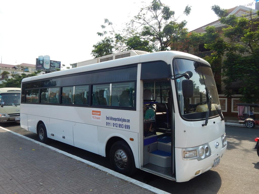 Einer unserer Busse in Kambodscha