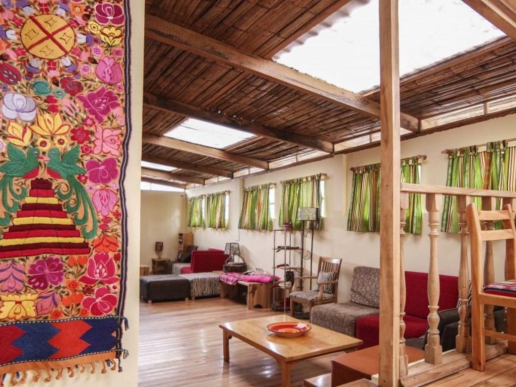 Inti Sisa Art Guesthouse ** in Guamote