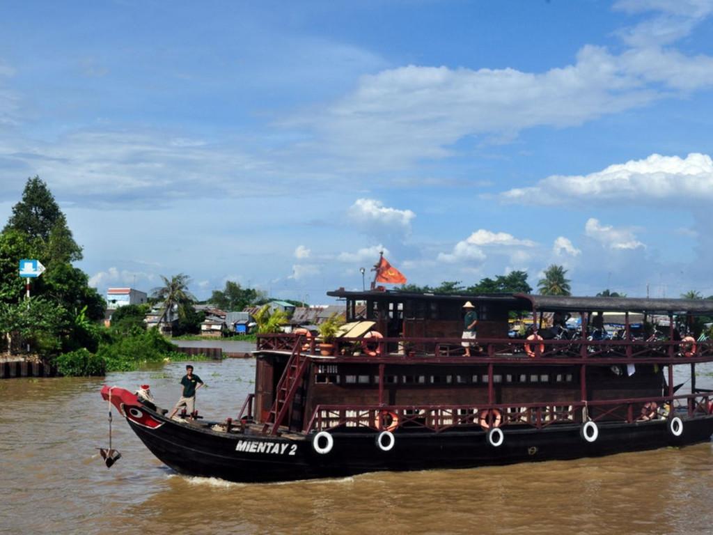 Flusskreuzfahrtschiff im Mekong-Delta