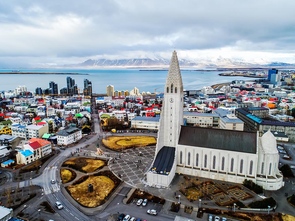 Reykjavík – Seljalandsfoss – Skógafoss – Sòlheimajökull – Dyrhólaey – Vík: Stadtrundgang in Reykjavík, Wasserfälle Seljalandsfoss und Skógafoss, Wanderung zur Gletscherzunge Sòlheimajökull, Vogelfelsen von Dyrhólaey