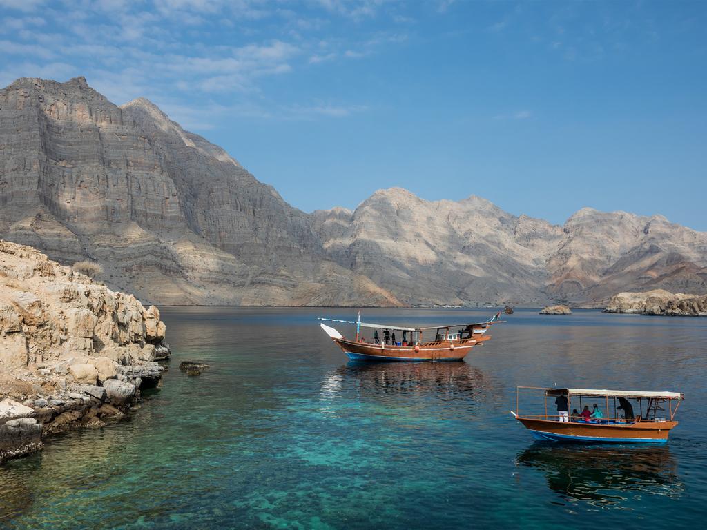 Muscat: Stadtbesichtigung, Dhau-Fahrt am späten Nachmittag