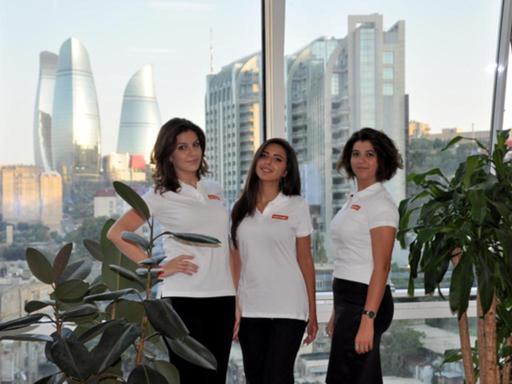Unser Team in Aserbaidschan: Ulviyya, Sabina und Mina (v. l.)