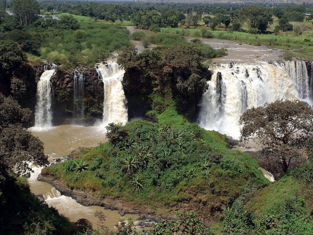 Bahir Dar : Ausflug zu den Wasserfällen des Blauen Nils und Wanderung zu einigen Dörfern der Amharen, Bootsfahrt auf dem Tana-See mit Besichtigung der Klosterkirche Ura Kidane Mehret
