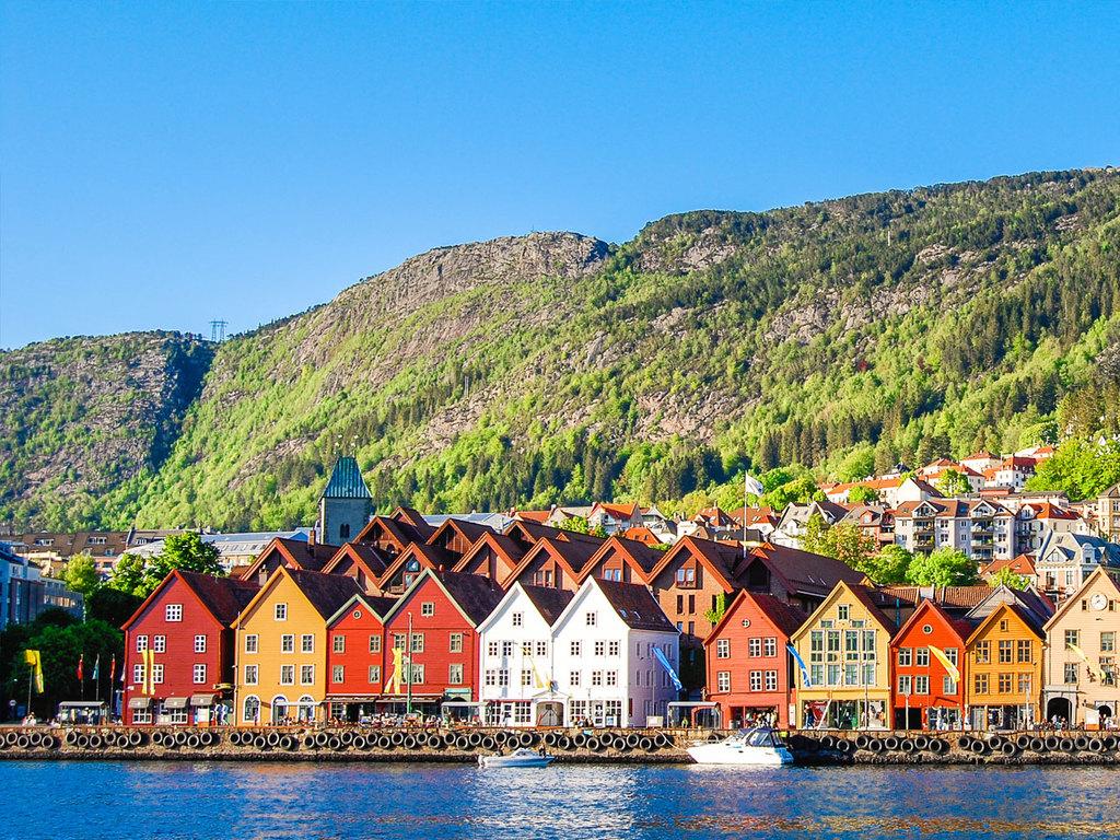 Bergen: Stadtbesichtigung mit Fischverkostung, mit der Standseilbahn auf den Berg Fløyen, Wanderung ins Tal
