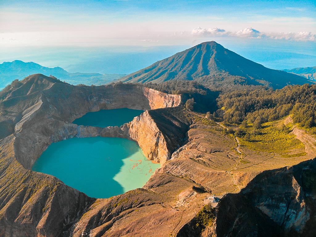 Moni : Sonnenaufgang am Kratersee des Kelimutu Vulkans, Dorfbesuche