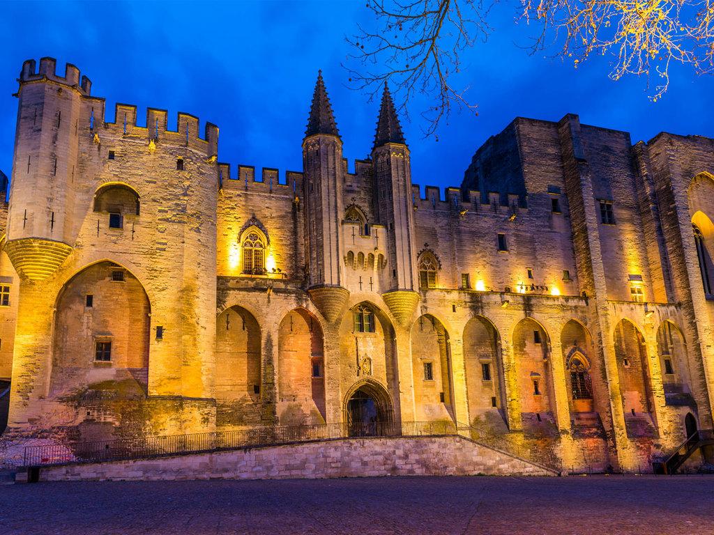 Pont du Gard und Avignon: Pont du Gard mit Wanderung, Besichtigung Avignon mit Pond d'Avignon und Papstpalast, Freizeit am Nachmittag
