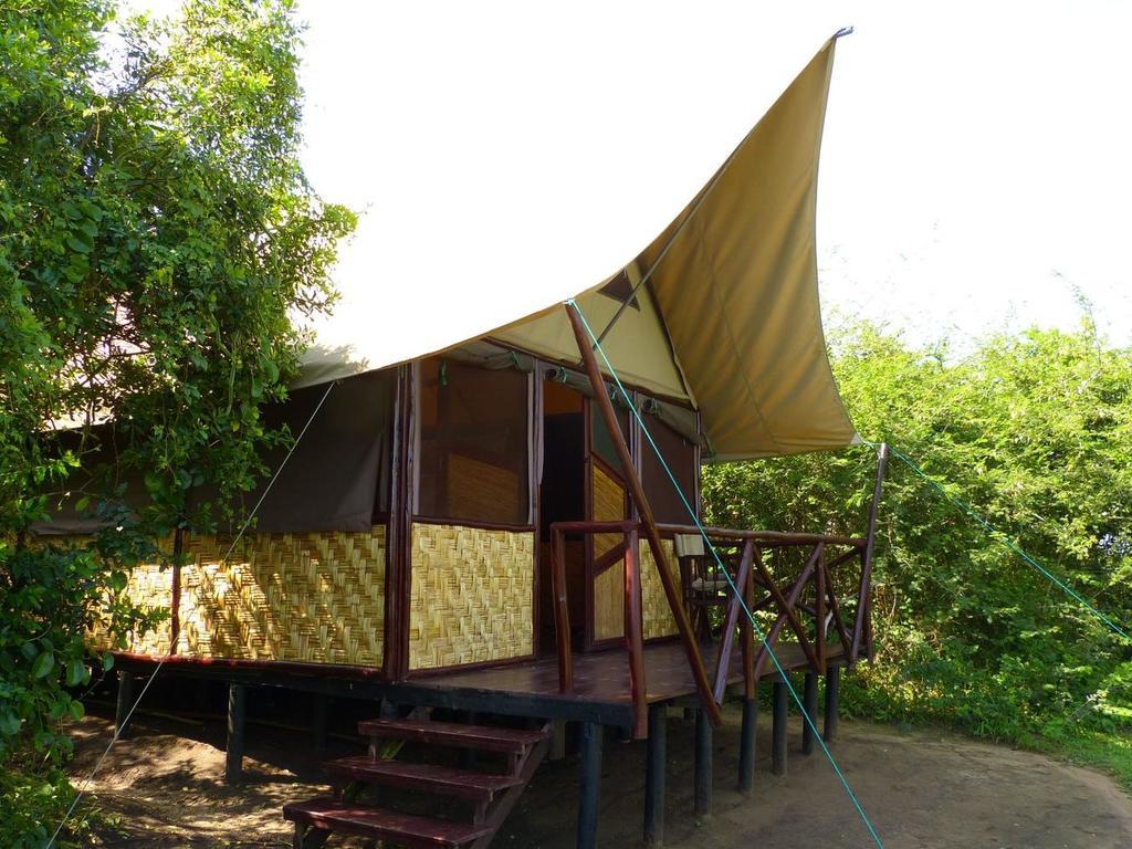 Standardzimmer in der Bush Lodge** im Queen Elisabeth-Nationalpark