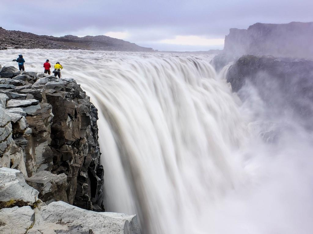 Husavik – Asbyrgi – Dettifoss – Myvatn-See: freier Vormittag, Wanderung durch die Gletscherschlucht Asbyrgi, Jökulsargljufur-Canyon, Hafragilsfoss-Wasserfall, Dettifoss-Wasserfall