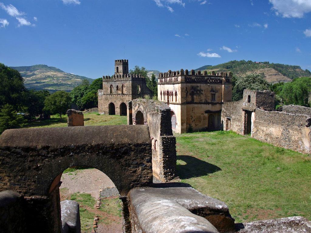 """Bahir Dar – Gondar : Besichtigung Palastbezirk """"Gemp"""", Kloster Debre Berhan Selassie und Bad des Fasilidas"""