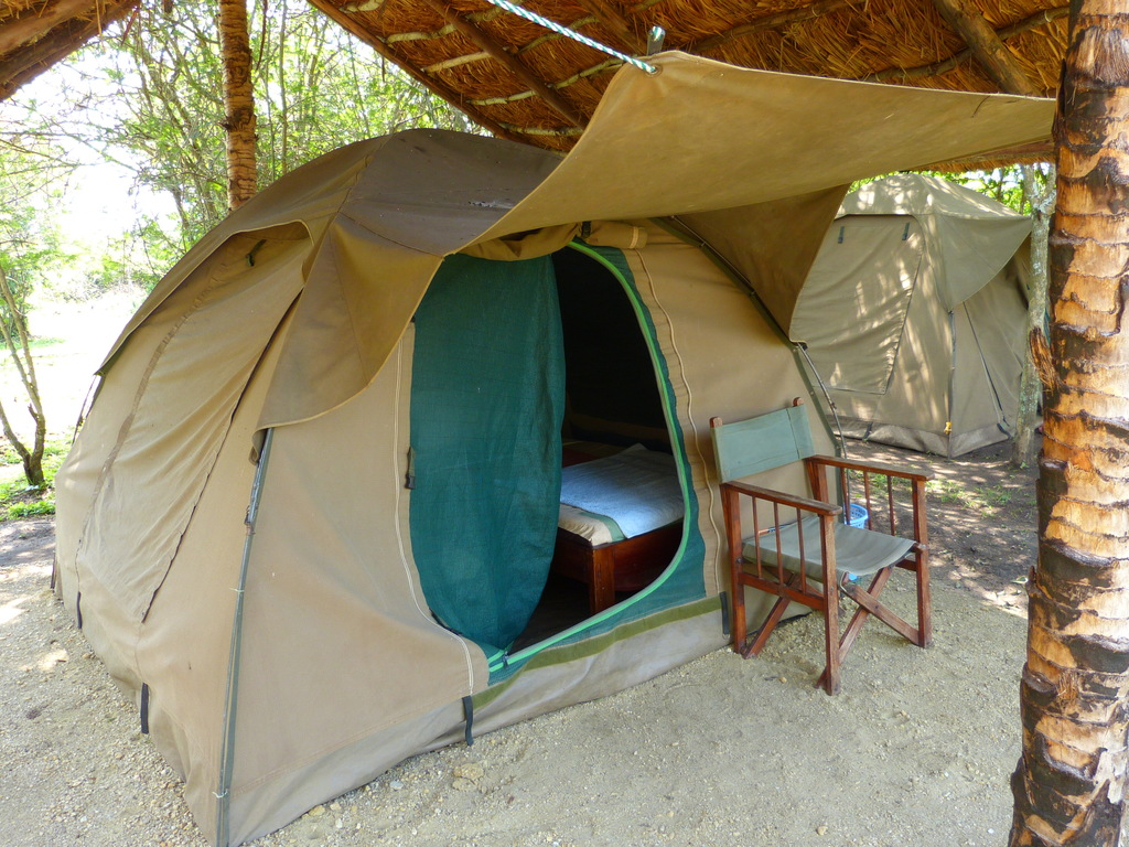 Camping in der Bush Lodge** in Queen Elisabeth-Nationalpark