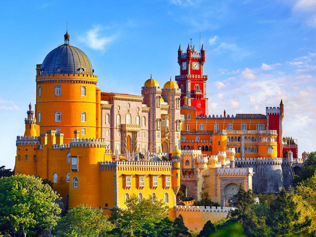 Peniche – Sintra –  Cabo da Roca – Evora: Stadtrundgang mit Palácio Nacional da Pena in Sintra, Stopp am Cabo da Roca und Surfer-Hotspot Guincho, Ankunft in Evora am Nachmittag