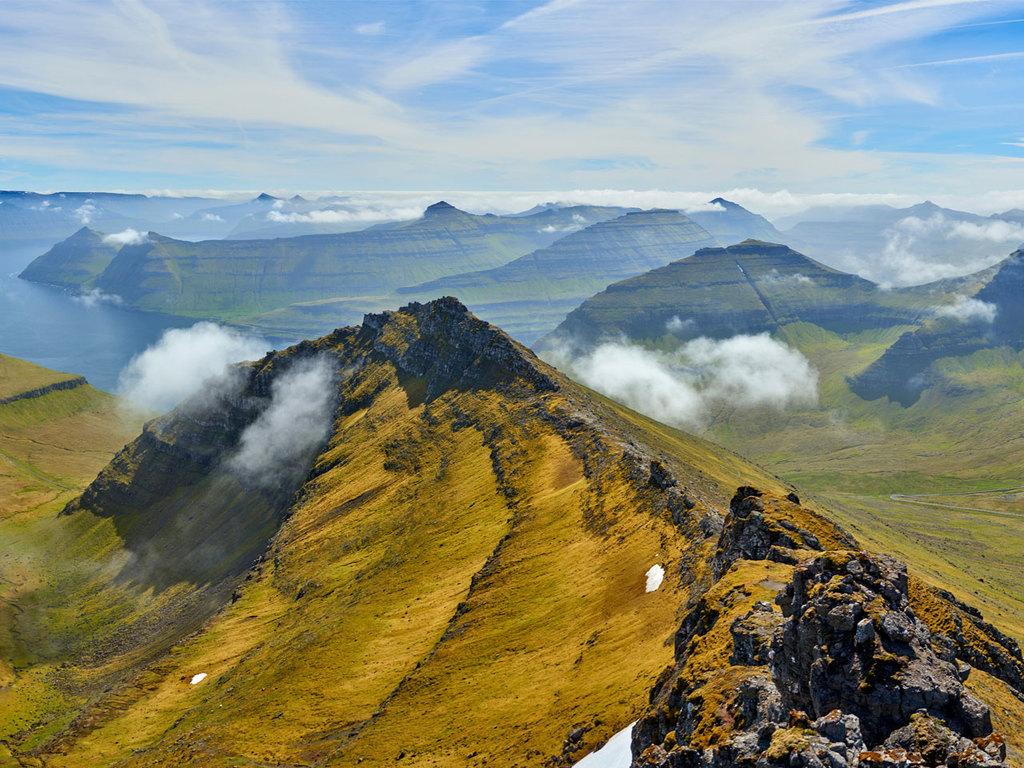 Tórshavn – Slættaratindur – Gjogv – Klaksvik: Wanderung auf den Berg Slættaratindur, Besichtigung des Dorfes Gjogv