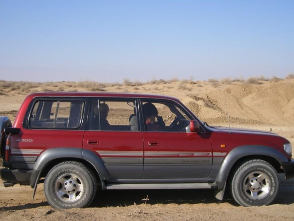 Einer unserer Geländewagen in Turkmenistan